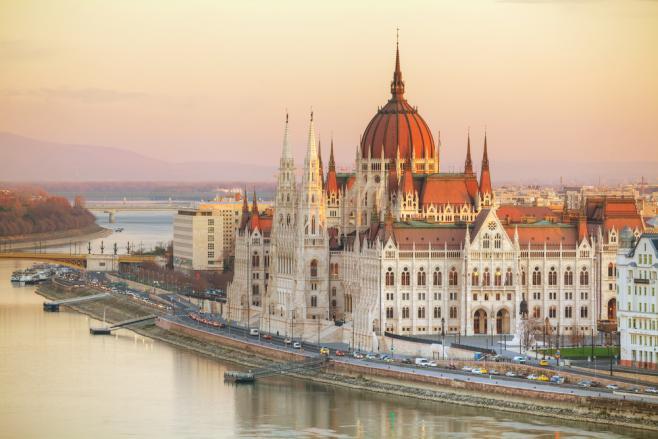 ハンガリーのワーキングホリデーまるわかり!ビザ・費用・最新情報など