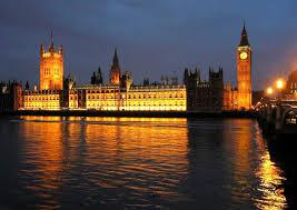 ロンドンの名所ビックベンの夜景