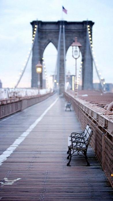 マンハッタン島とブルックリンをつなぐブルックリンブリッジ