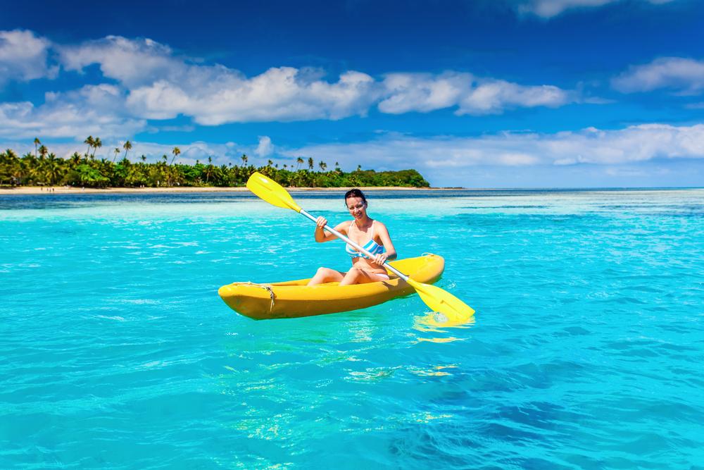 フィジーの綺麗な海でマリンスポーツも楽しめる!