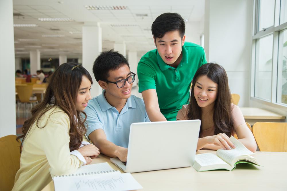 現地の学生と積極的に交流しよう