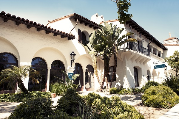スペイン風の校舎が美しいEFサンタバーバラ校