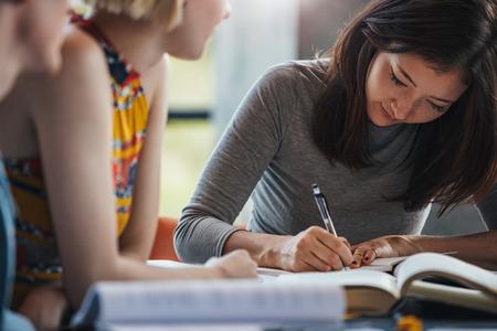 1日平均8時間の英語授業で短期集中!