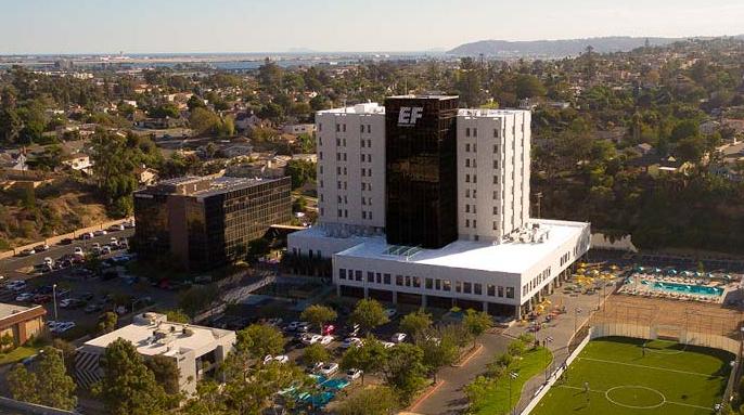 ビル全体がEFの校舎と学生寮のサンディエゴ校