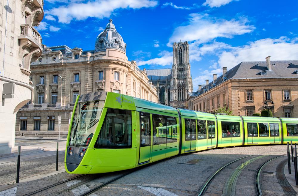 公共交通の路面電車や基幹バスなど