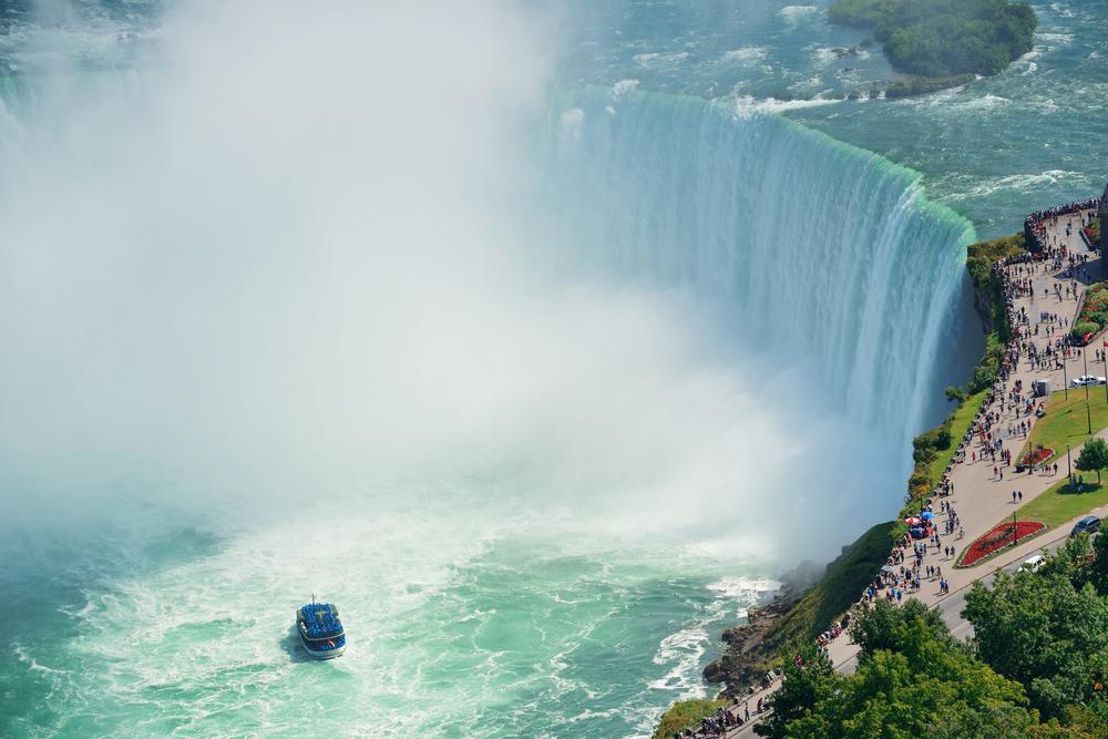ナイアガラの滝への観光やスポーツ観戦など、カナダならではの体験ができる♪