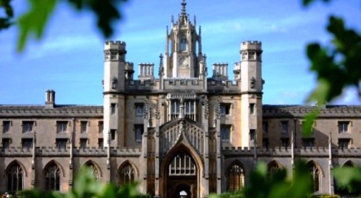 名門ケンブリッジ大学で行われるサマーキャンプも