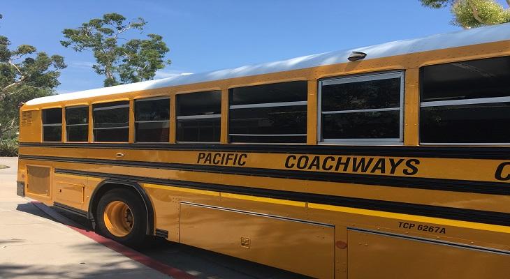 黄色いスクールバスに乗ってお出かけ♪