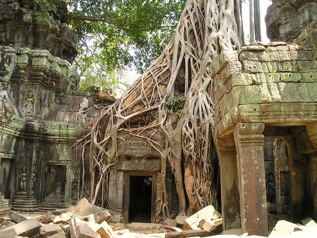 カンボジアで遺跡巡り