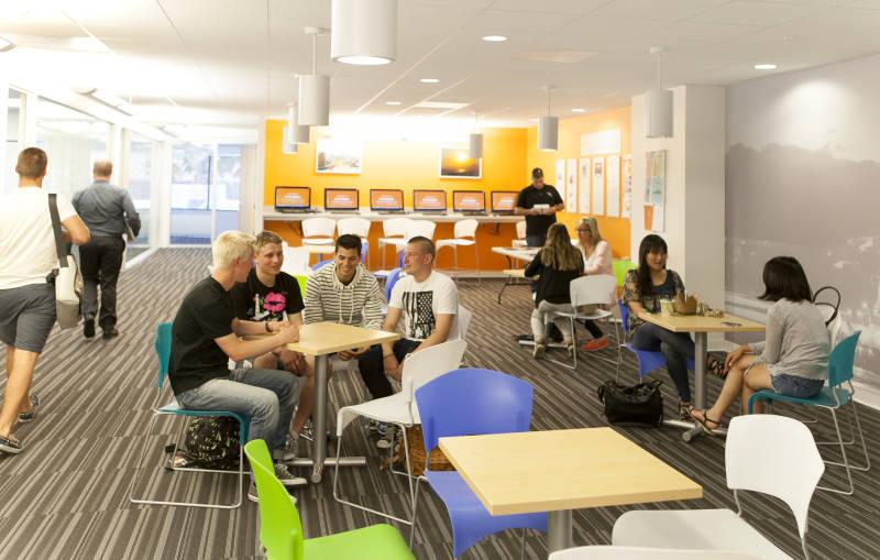 世界中から集まった留学生が今日からあなたのクラスメート!
