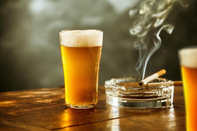 世界の飲酒・喫煙の年齢やルールって?~留学するなら知っておきたい豆知識~
