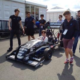 F1マシン設計のスキルを学ぶためにイギリス留学したブロガー・わたぽんさんにインタビュー!