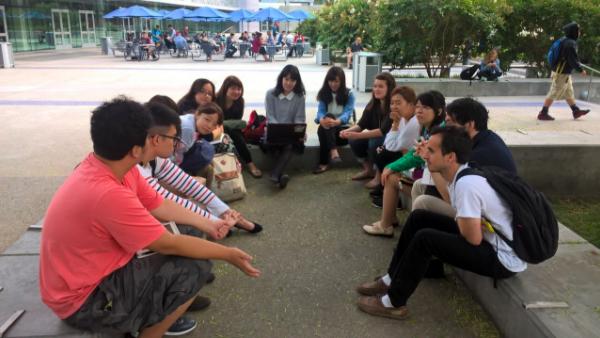 現地の大学生と英語でセッション