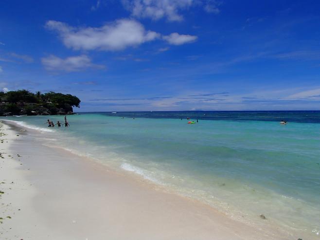 近くに海があるマクタン島