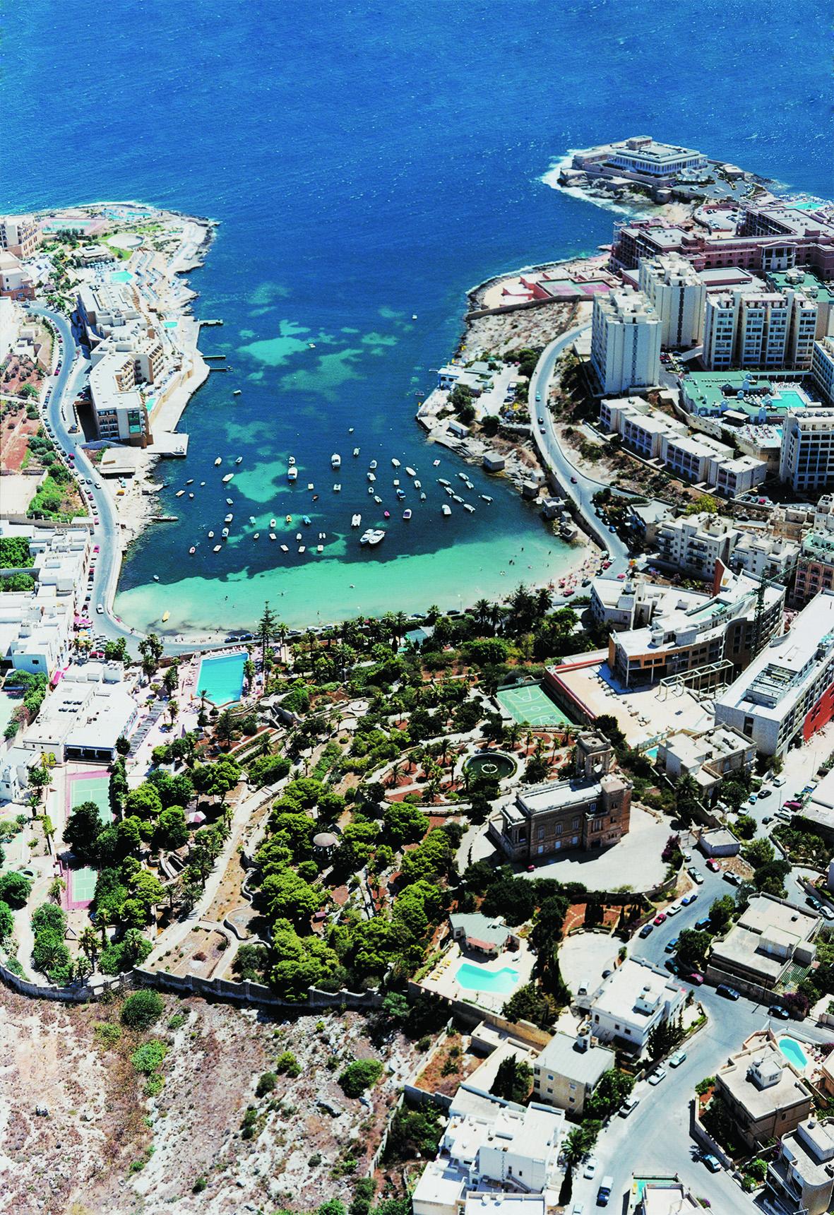 美しいマルタの海岸線