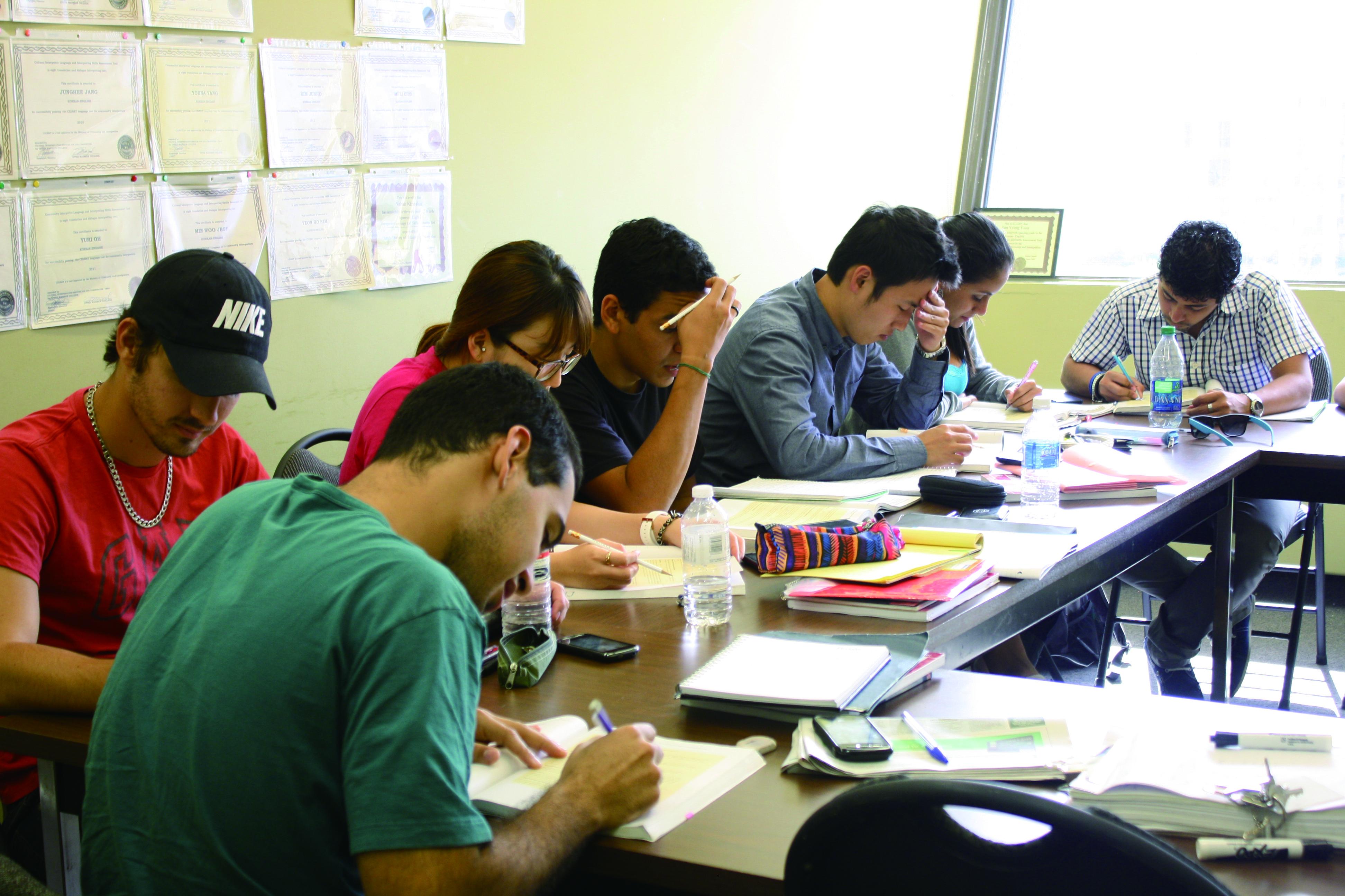 カナダ政府公認の日英バイリンガル試験合格を目指す。