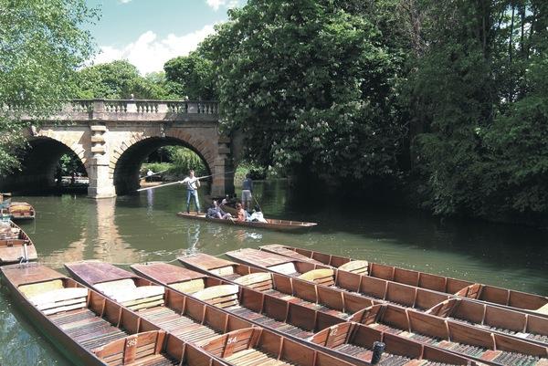 週末に豊かな自然や川でリラックス!