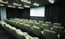 映画館を思わせる、シネマルーム