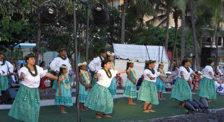 伝統的なフラダンスを習ったり、放課後は毎日イベントが目白押し!